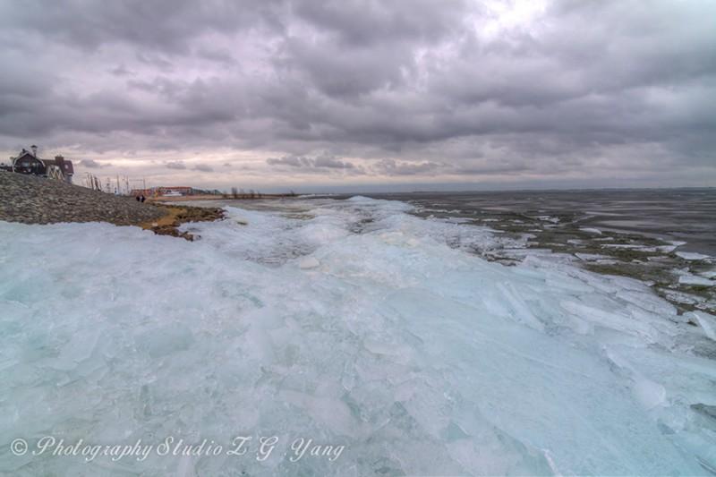 Drifting ice ridges at Lemmer, Holland