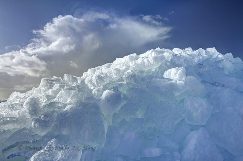Drifting ice forming ridges at Urk, Holland