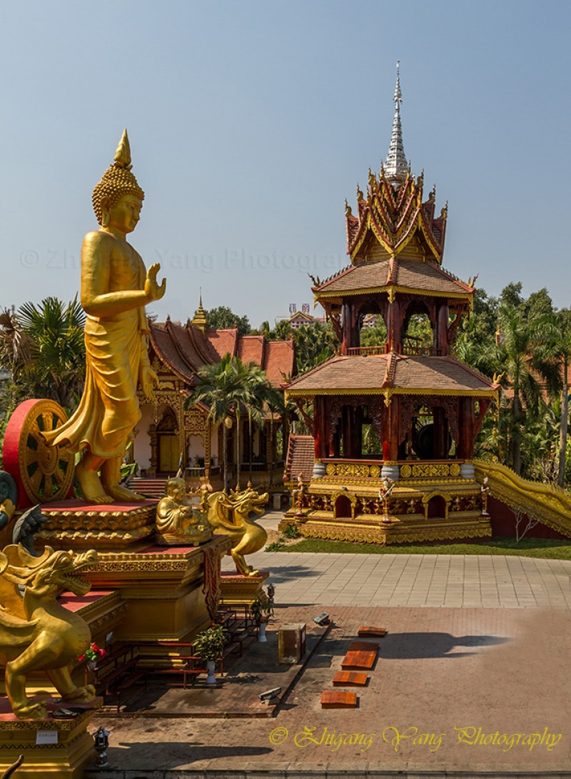 Buddha and pagoda with Theravada-style in Manting Park