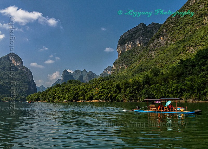 Boat tour along Li river
