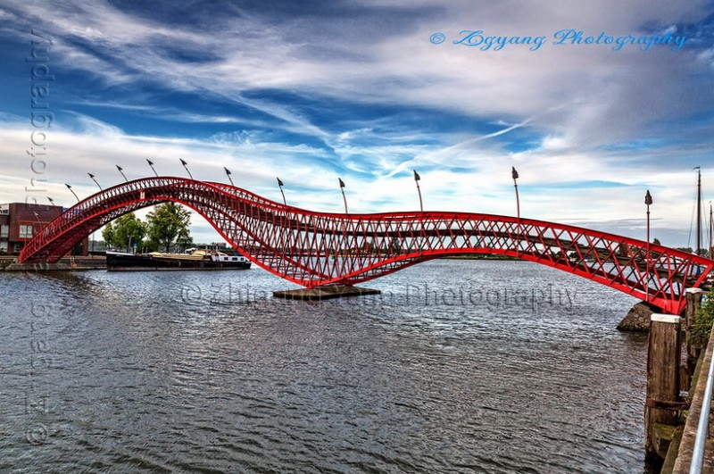 Pythonbrug in Amsterdam