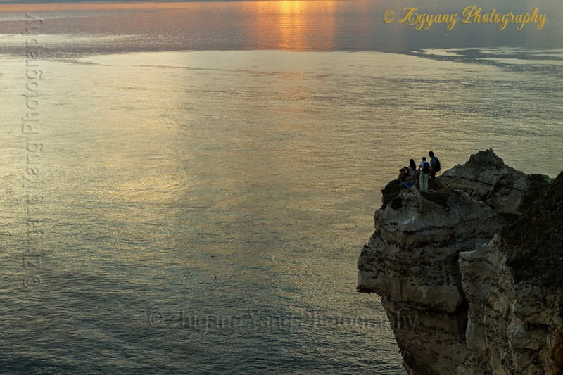 Waiting for sunset at Etretat seashore