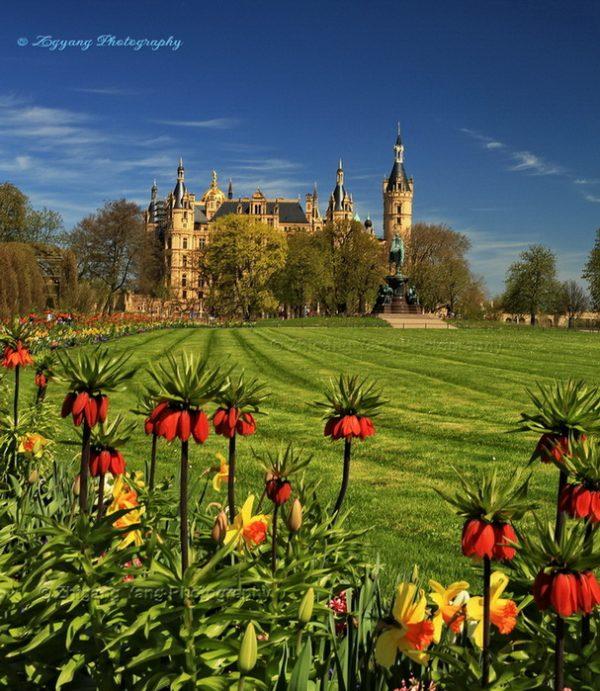 Castle Schwering and garden