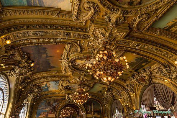 Decoreted ceiling in Le Train Bleu