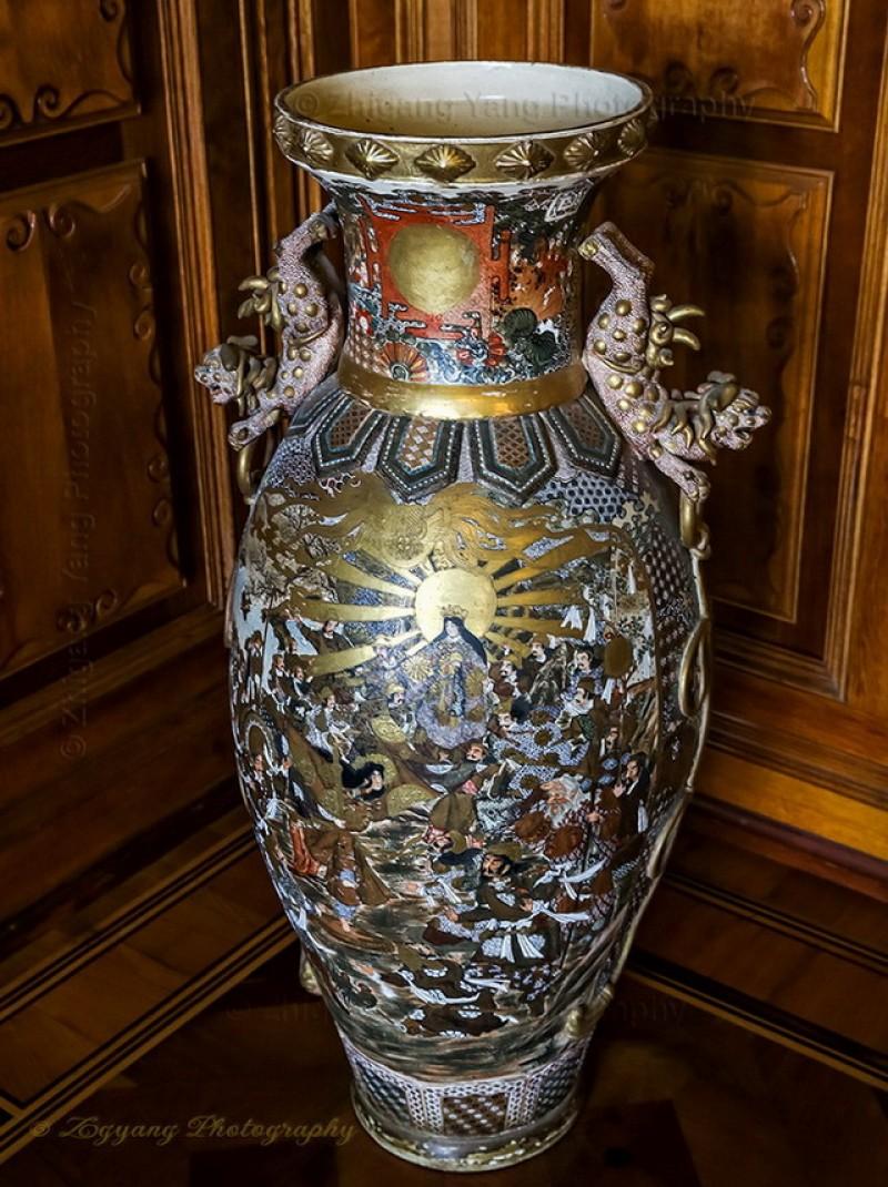 Porcelain vase in Castle Schwerin