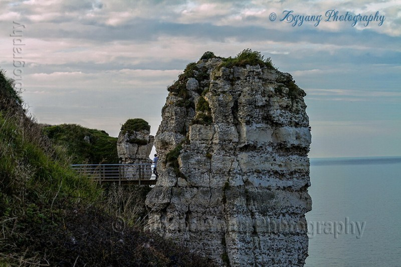 Walk through Etretat cliffs